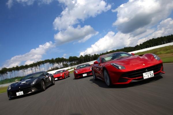 法拉利F12试驾:享受独一无二极速魅力