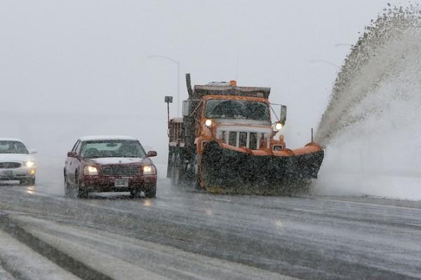 大风雪?五个雪中驾车的保命方法